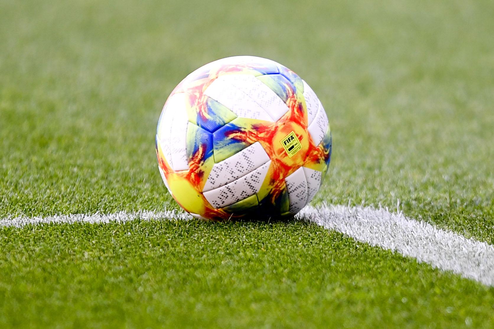 Laval : Un match de football féminin interrompu pour laisser la place aux garçons