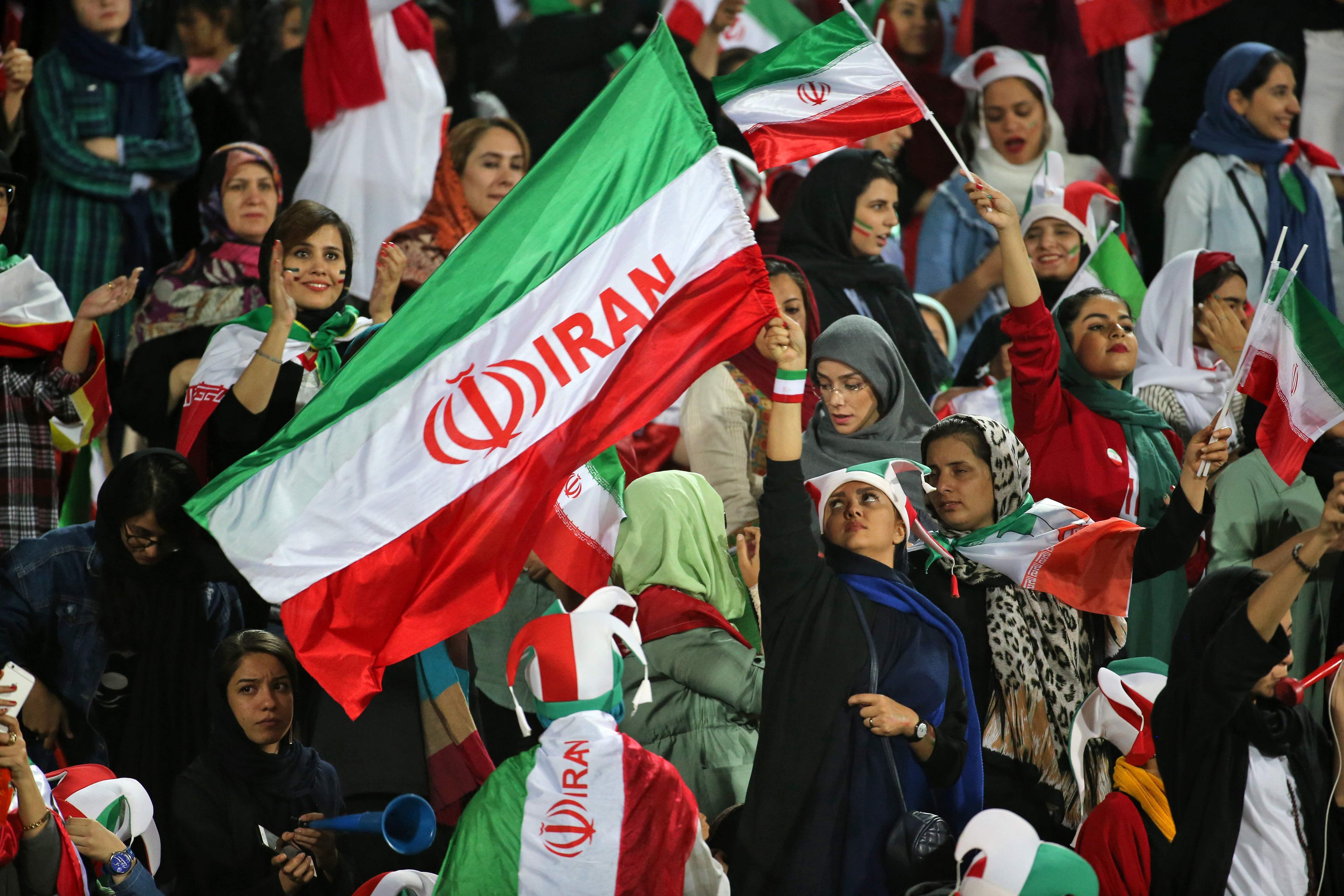Scan Sport - Les Iraniennes fêtent leur retour dans les stades de football à Téhéran
