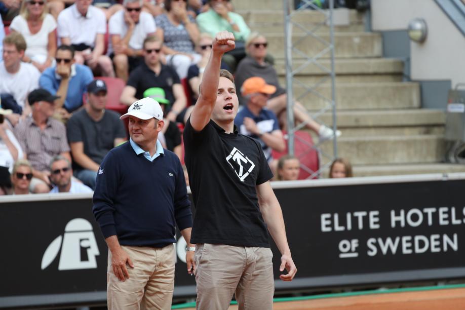 Tennis - Un néo-nazi rentre sur le court de tennis pendant un match à Bastad