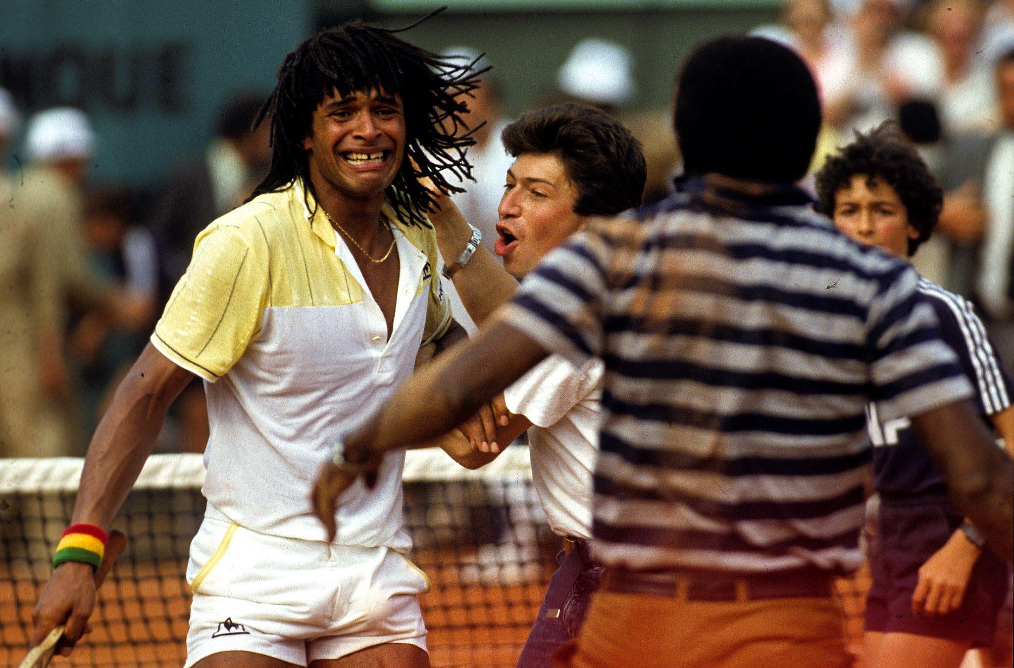 Tennis : ATP - Roland-Garros 1983 : quand Yannick Noah tombe dans les bras de son père Zacharie