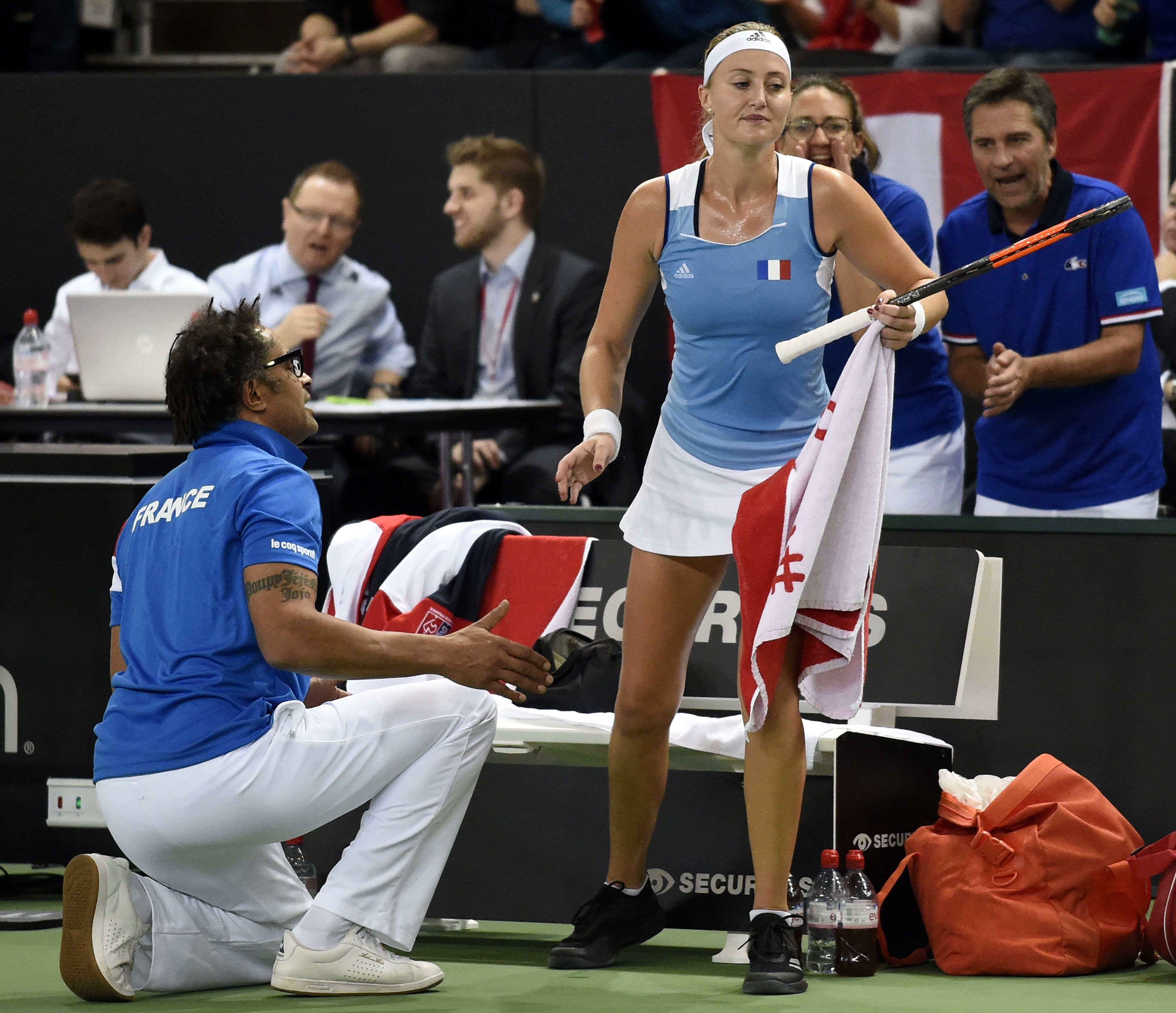 Tennis : Fed Cup : Les Bleues éliminées, Mladenovic fusille Garcia