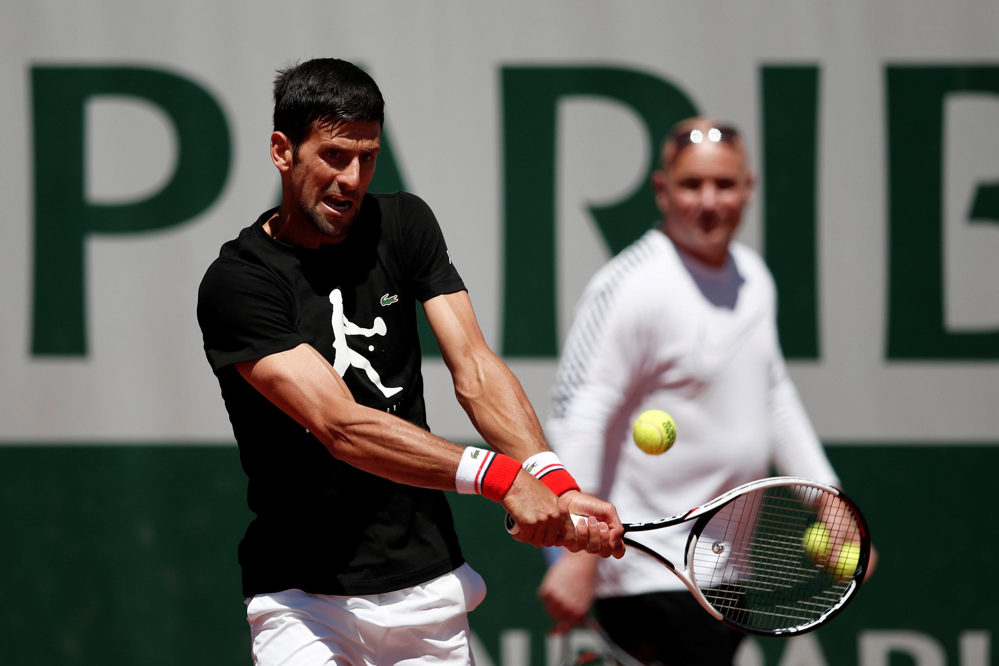 Tennis - Roland-Garros - Dans le doute, Djokovic défend son titre avec Agassi