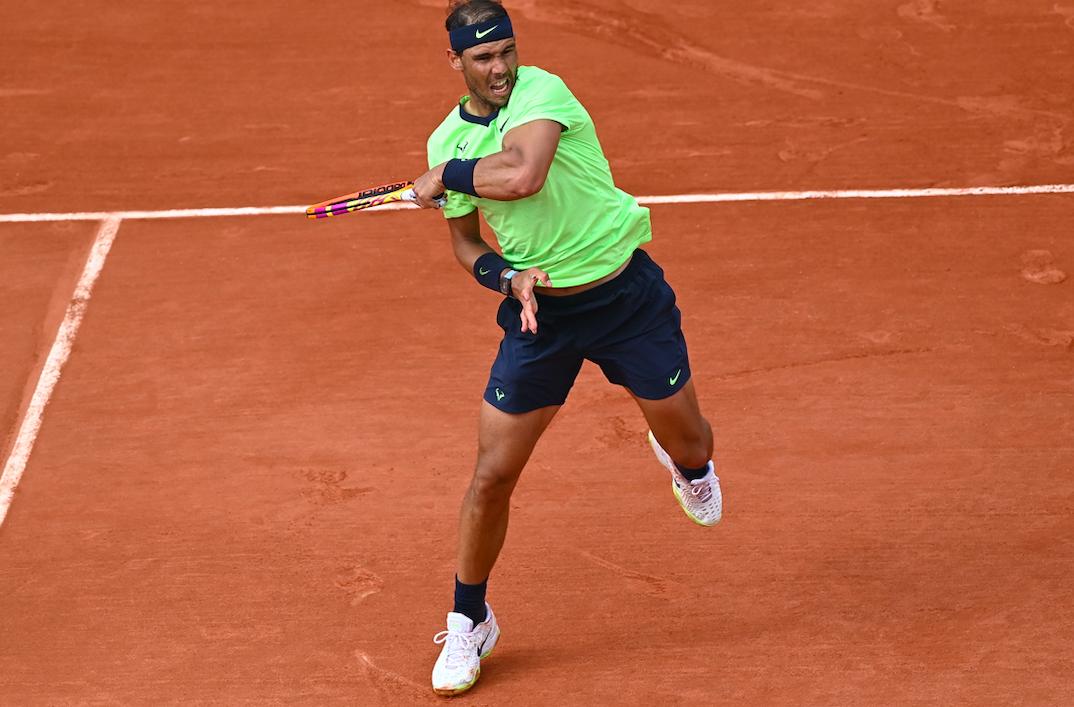 Tennis - Roland-Garros - En dépit d'un match décousu et d'un festival de fautes directes, Nadal poursuit sa route