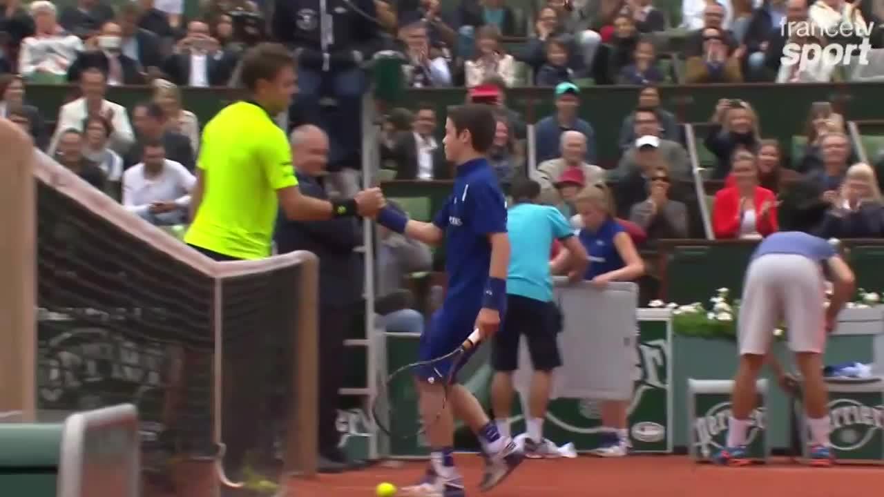 Tennis - Roland-Garros - Quand Wawrinka échange des balles avec un ramasseur