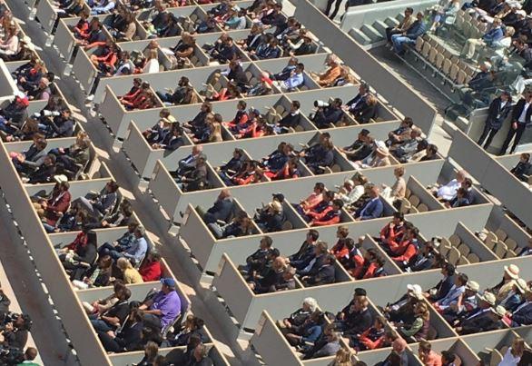 Tennis - Roland-Garros - Roland-Garros : le personnel du tournoi invité pour combler les loges vides du court Central