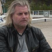 Philippe Lucas joue des muscles chez Hanouna