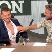 Zapping TV : il déchire la chemise du présentateur en direct