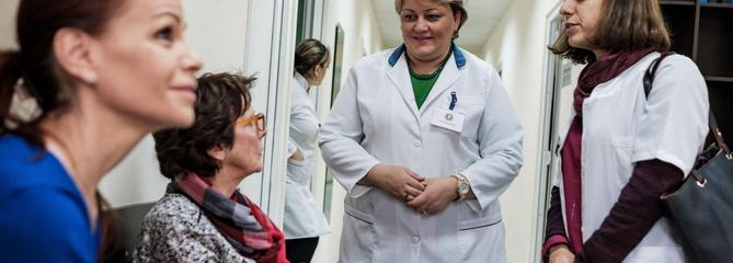 Ces Français qui partent en Géorgie pour être soignés par les phages