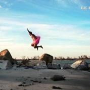 Ce photographe pose en tutu à travers le monde