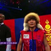 Un boxeur en tenue traditionnelle et un autre... en kilt !