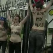 Des Femen seins nus devant l'ambassade de Tunisie à Bruxelles