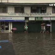Philippines : les rues de Manille sous les eaux