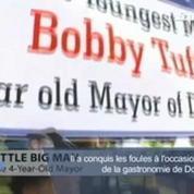A 4 ans, il est réélu maire de sa ville
