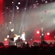 Mylène Farmer chute en plein concert