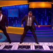Tom Hanks rejoue la scène du piano géant de