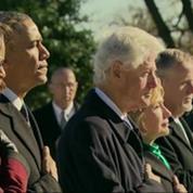 Barack Obama et Bill Clinton se recueillent sur la tombe de JFK