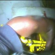 Des secouristes retrouvent un homme vivant au fond d'une épave