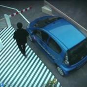 Quand la voiture se gare toute seule grâce au valet de parking automatique