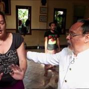 L'étrange pouvoir d'un guérisseur en Indonésie filmé par France 2