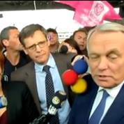 Ayrault acclamé à son retour à Nantes n'abandonne pas la vie politique