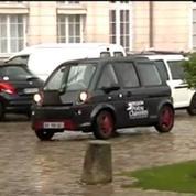 Royal : la ministre de l'Ecologie arrive en voiture électrique à Poitiers