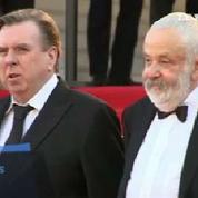 Cannes : la montée des marches de l'équipe du film Mr. Turner