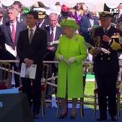 La reine Elizabeth II et Manuel Valls rendent hommage aux soldats britanniques