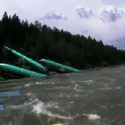 Trois Boeing tombent dans un fleuve après un déraillement
