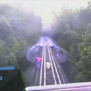 Surprises par un train, deux femmes survivent miraculeusement