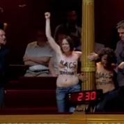 Des Femen font irruption lors des questions au gouvernement au Sénat