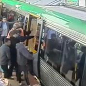 Australie : les passagers soulèvent un métro pour sauver un homme