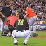 La réaction étrange d'un joueur de baseball après s'être pris une balle en pleine tête