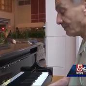 Il rejoue au piano après une double greffe des mains