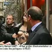 François Hollande pris à partie par une Femen