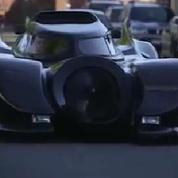 Australie : il conduit sa Batmobile en pleine rue