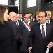 Bise ou poignée de main ? Filippetti et Hollande hésitent