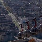 A Grenoble, des arbres à la place des panneaux publicitaires