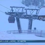 Chutes de neige: les automobilistes doivent s'équiper pour gagner les sommets