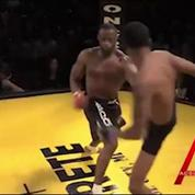Un combattant de MMA perd son œil de verre en plein combat