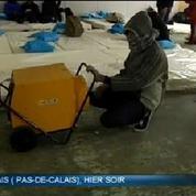 Froid à Calais: un hangar ouvert aux migrants