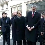 Attentats: hommage du maire de New York devant Charlie Hebdo