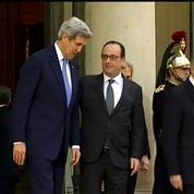 Attentats : Hollande et Kerry affichent leur union devant l'Elysée