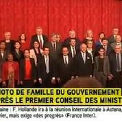Le gouvernement pose pour la première fois au complet autour de Hollande