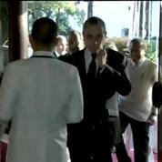 Hollande accueilli aux Philippines sur un air de Joe Dassin au xylophone