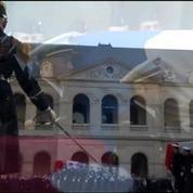 Les cercueils des soldats quittent les Invalides sur la Marche funèbre de Chopin