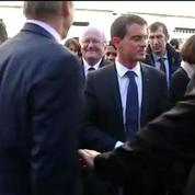 Valls hué à son arrivée dans un lycée marseillais