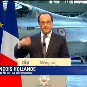 Hollande s'installe dans un Rafale lors d'une visite aux ateliers Dassault à Mérignac