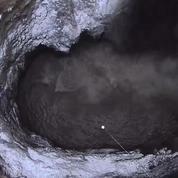 En Russie, un trou géant dans le sol menace plusieurs habitations