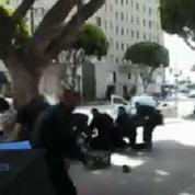 Mort d'un sans-abri à Los Angeles : le suspect aurait tenté de s'emparer de l'arme du policier