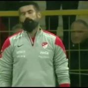 Insulté par son public, le gardien de la Turquie refuse de jouer